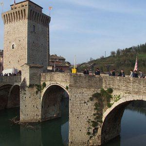 Torre_Medioevale_e_Ponte_Romano_-_Fermignano